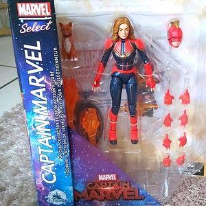 💝💝💝 Disney Store Marvel Select Captain Marvel